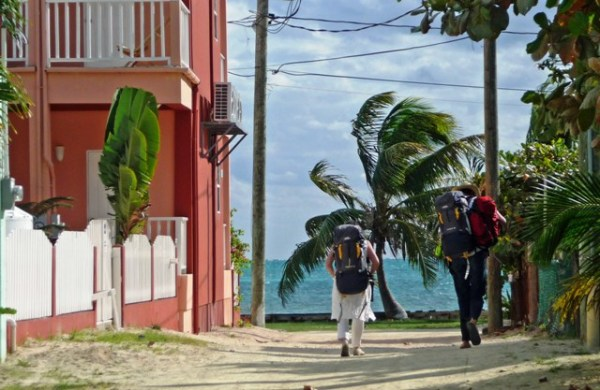 backpackers-in-caye-caulker